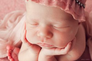 froggy-newborn-photographer-pose-april-stout-oklahoma-tulsa
